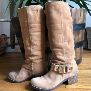 Tan suede Sz 9 boots. Excellent condition.